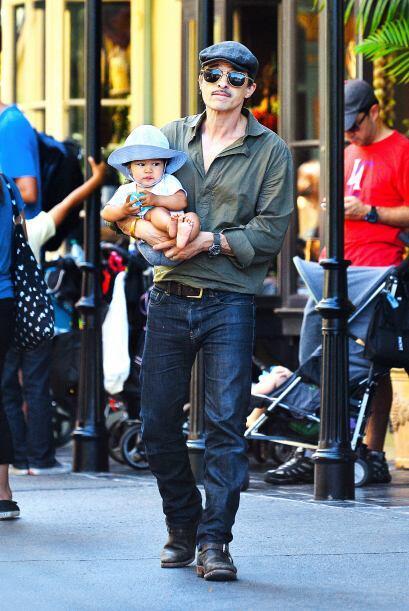 El francés con el bebé. Mira aquí más videos de Chismes.