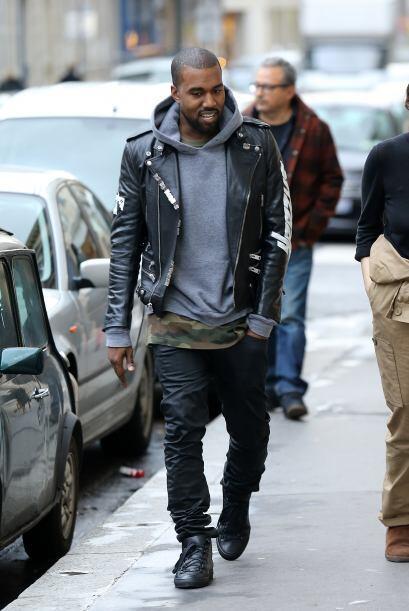 Obviamente Kanye West no dejó sola a su prometida en esta visita 'fashio...