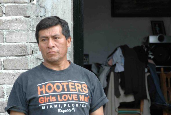 Don Ignacio lleva 30 años viviendo en un cerro al oriente del DF.