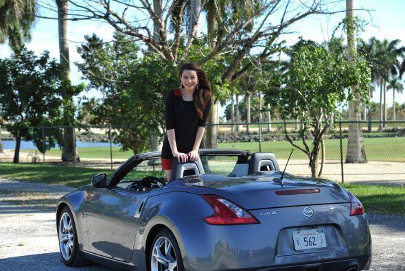 Un auto que combina estilo con potencia, digno de una chica con el espír...