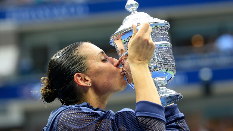 Flavia Pennetta besa el trofeo del US Open