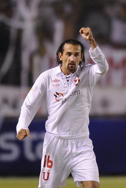 El delantero argentino Hernán Barcos anotó los dos goles del conjunto ec...