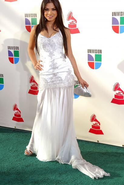 Y en 2007 usó un vestido blanco y decidió dejar su cabellera larga sin r...