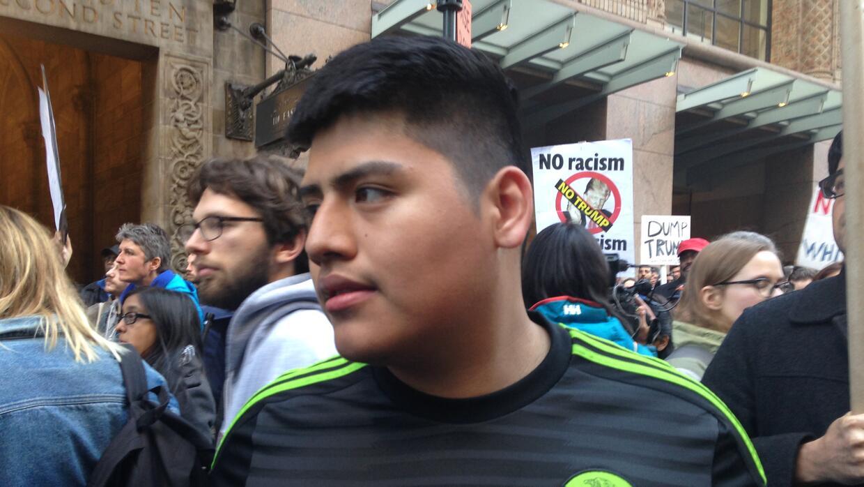 Los jóvenes, como Pacheco, se manifestaron en nombre de sus padres.