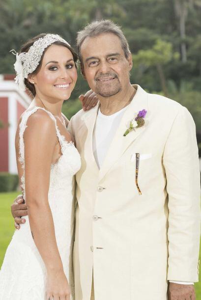 Y la foto con su padre no podía faltar. Gonzalo Vega orgulloso de su bel...