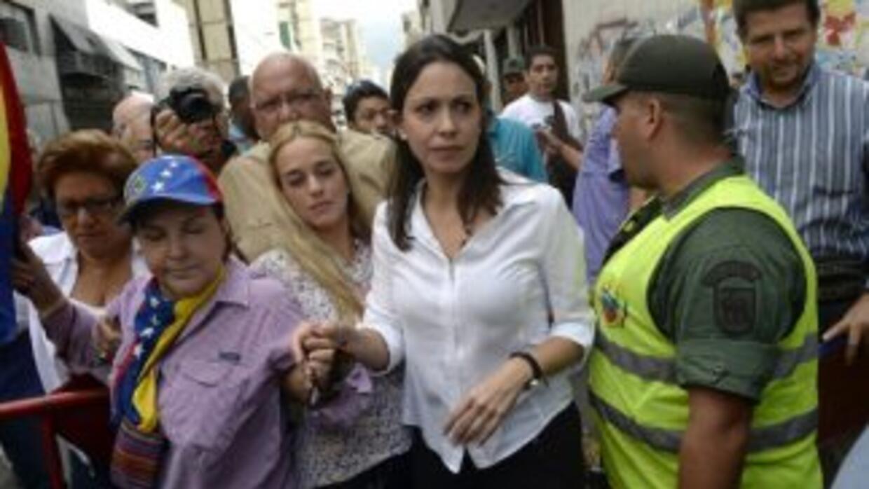 La opositora venezolana asiste a la Fiscalía tras ser acusada de estar i...