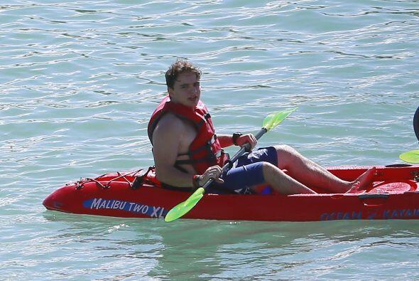 También practicó un poco de kayak. Mira aquí los videos más chismosos.