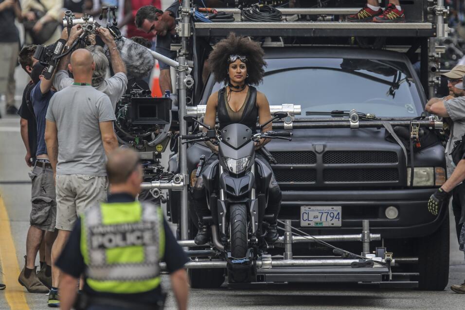 Héroe o loco: Motorizado persigue a vehiculo que escapó de la escena de...