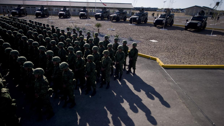 Soldados del ejército mexicano durante la inauguración del cuartel de Ci...