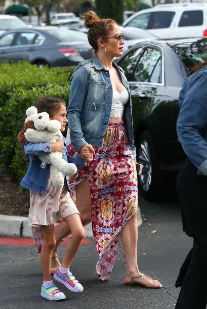 La nena de Jennifer y Marc usó una chamarra como la de su mamá.