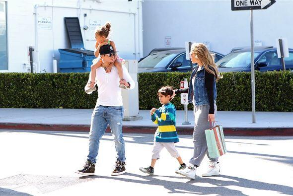 Casper es muy cuidadoso con los pequeños. Mira aquí los videos más chism...