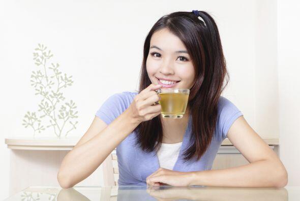 Puedes ingerirla en té, sólo agrega 1/4 de cucharada del polvo de raíz d...