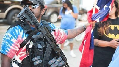 En fotos: la extrema tensión en Nueva Orleans por el retiro de monumentos confederados