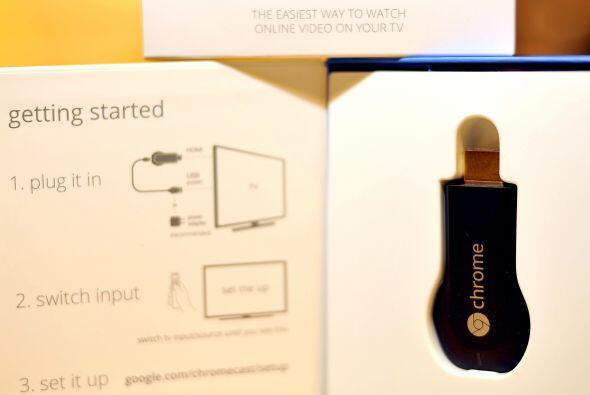 Google 'Chromecast': Es un pequeño adaptador que se conecta a la TV y pe...