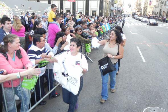 WADO 1280 en el desfile de la Hispanidad b3262d544cb845db82272a0d75e26cb...