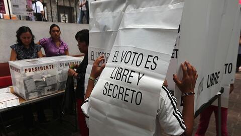 Votantes en Tepoztlan, estado de Morelos, México, durante la elec...