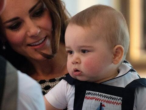 La Duquesa de Cambridge llevó al pequeño George a su prime...