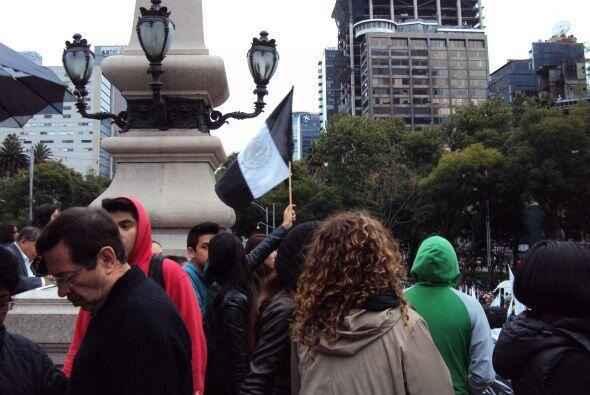 Las banderas mexicanas modificadas con el color negro fueron mayoría.