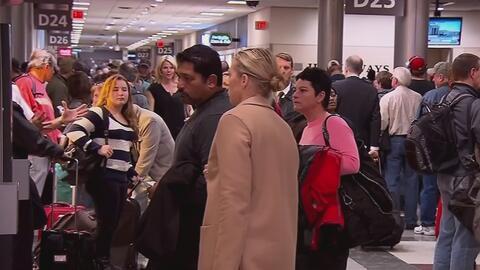 Millones de pasajeros en todo el país viven una pesadilla para llegar a...