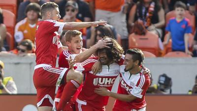 New England Revolution celebra empate ante Houston Dynamo
