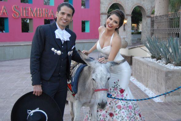 Ya pasados de los nervios de la boda, los novios se dispusieron a disfru...