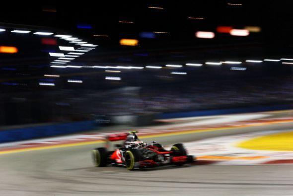 El alemán Sebastian Vettel (Red Bull) ganó el Gran Premio de Singapur, 1...