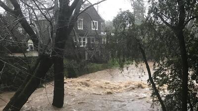 Fuertes lluvias en el norte de California provocan inundaciones en el Área de la Bahía