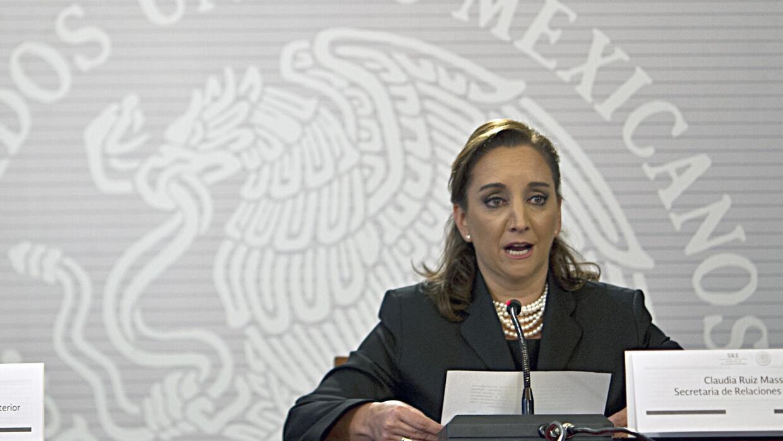 """Canciller mexicana asegura que políticas de Trump son """"ignorantes y raci..."""
