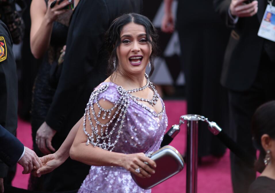 Salma Hayek pudo lucir mucho más elegante si a este vestido Gucci le hub...
