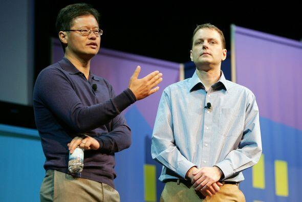 Yang fundó Yahoo! en 1995 junto a David Filo y fue presidente de la empr...