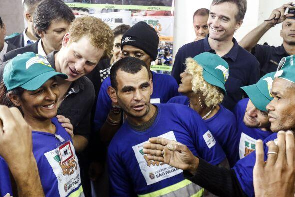 Acompañado por el alcalde de Sao Paulo, Fernando Haddad, conoció el proy...