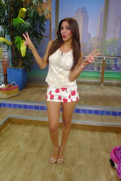 La guapa Gaby Álvarez, también lució un short muy veraniego con una blus...