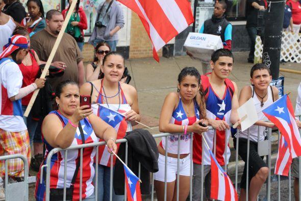 Máxima estuvo presente en la parada puertorriqueña con Jaslene Gonzalez...