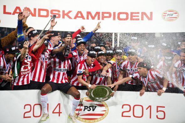 En Holanda el PSV Eindhoven arrolló en la Eredivisie amarrando el cetro...