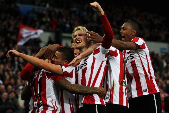 Y el PSV celebra al ganar la copa holandesa.
