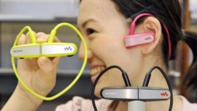 """La serie """"Walkman W"""" comenzará a venderse el 16 de febrero en Japón. Pod..."""