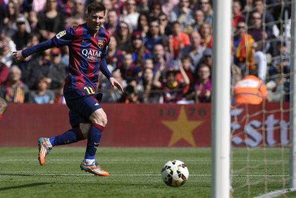 Con el arco a placer, Messi definió para hacer el 5-0 y colocar su terce...