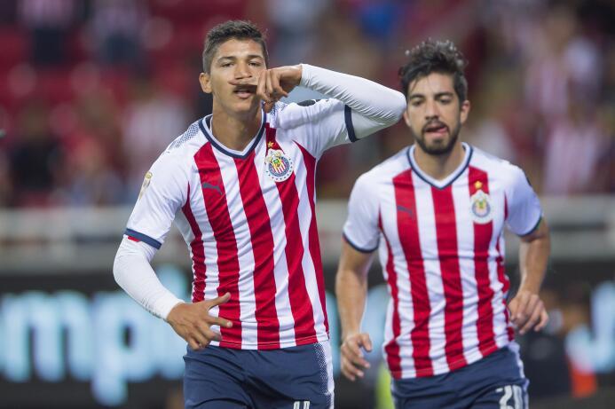 El campeón no sabe ganar: Chivas y Necaxa reparten puntos 20170805_1697.jpg