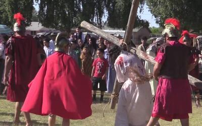 Iglesias católicas del valle de Arizona conmemoraron el viernes santo
