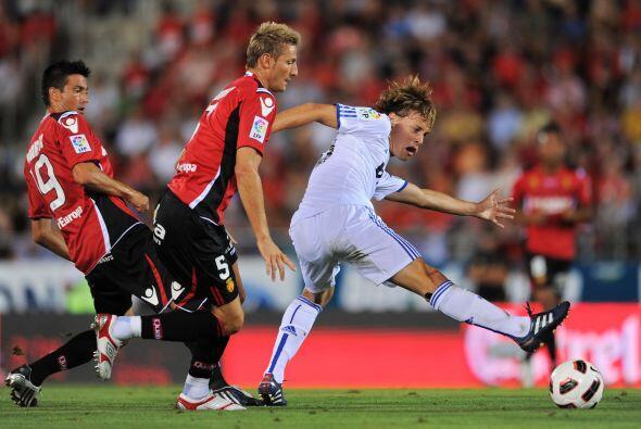 El juvenil Sergio Canales fue parte del once inicial, pero aún debe madu...