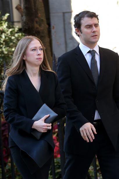 Chelsea Clinton acompañada de su esposo Mark Mezinsky