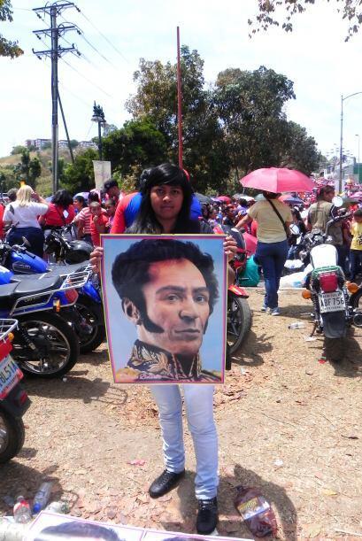 La imágen de Bolívar que ahora se ve en las calles es la develada por Ch...