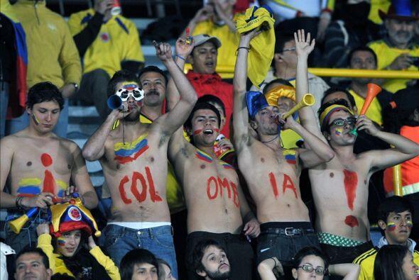 Hinchas siempre hay dispersos en el planeta fútbol. Estos son colombiano...