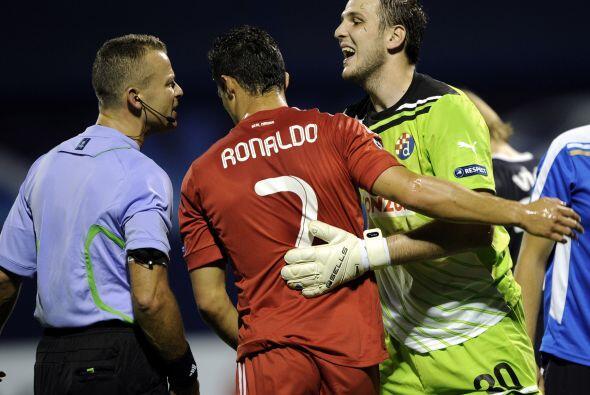 Cristiano Ronaldo buscó su gol pero el portero rival estuvo muy seguro.