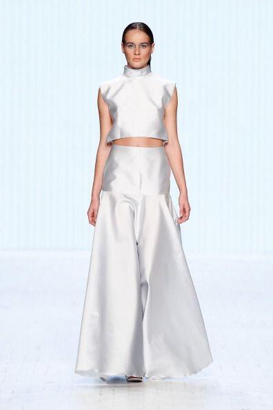 ¡Consígue un vestido de moda coordinando una 'maxi' falda c...