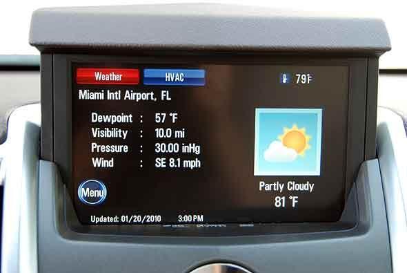 También muestra la información del sistema XM de tráfico y clima en tiem...