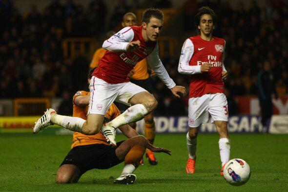 Arsenal buscaba ampliar su ventaja, pero el primer tiempo acabó con el 2...
