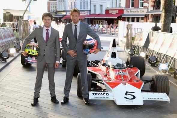 Los pilots de F1 Sérgio Pérez y Jenson Button, estuvieron...