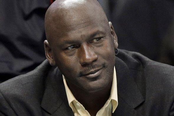 El legendario Michael Jordan sigue incrementando su fortuna que le ha pe...