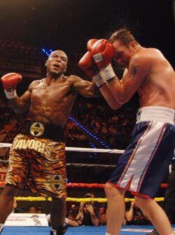 Tavoris Cloud impuso su fortaleza y mayor agresividad. El nuevo campeón...